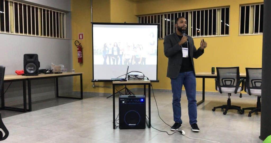 palestrante Edinei Santos, co-fundador da Psicologia Viva